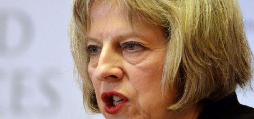 """WA 19 Londýn - Britská ministerka vnútra Theresa Mayová reèní poèas konferencie v Londýne 24. novembra 2014. Británia momentálne èelí dosia¾ najvážnejšej hrozbe terorizmu. Uviedla to v pondelok britská ministerka vnútra Theresa Mayová, ktorá zároveò ohlásila opatrenia zamerané na kontrolu podozrivých osôb a internetu, ako aj zabránenie poisovniam vypláca teroristom výkupné. Pod¾a rezortnej šéfky je postup organizácie Islamský štát (IS), pôsobiaceho na území Sýrie a Iraku, """"vzpruhou a obnoveným zmyslom úèelovosti"""" aj pre islamistických radikálov v Británii, èo vytvára hrozbu, ktorá je vážnejšia než tomu bolo """"kedyko¾vek pred alebo po útokoch na USA z 11. septembra 2001"""". FOTO TASR /AP Britain's Home Secretary Teresa May speaks during the counter-terrorism awareness week conference at the Royal United Services Institute in  London  Monday Nov. 24, 2014.  British authorities are outlining a new set of counterterrorism measures, including a ban on insurance companies reimbursing ransom payments. The bill to be outlined Monday by Home Secretary Theresa May reinforces Britain's long-held position that there should be no ransom payments to terrorists because payments to groups such as Islamic State merely place more people at risk. (AP Photo/John Stillwell/PA) UNITED KINGDOM OUT NO SALES NO ARCHIVE"""