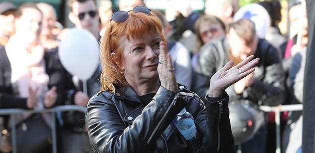 Majdan tak nějak počesku: Bára Štěpánová se rozkřikla na plný Václavák: Zeman se zachoval jako malej parchant! Přece už tam znovu nebude. To nedopustíme! 2