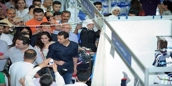 """Prezident Al-Assad navštívil prodejní výstavu """"Made in Sýria"""" - VIDEO 3"""
