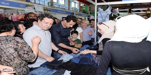 """Prezident Al-Assad navštívil prodejní výstavu """"Made in Sýria"""" - VIDEO 2"""